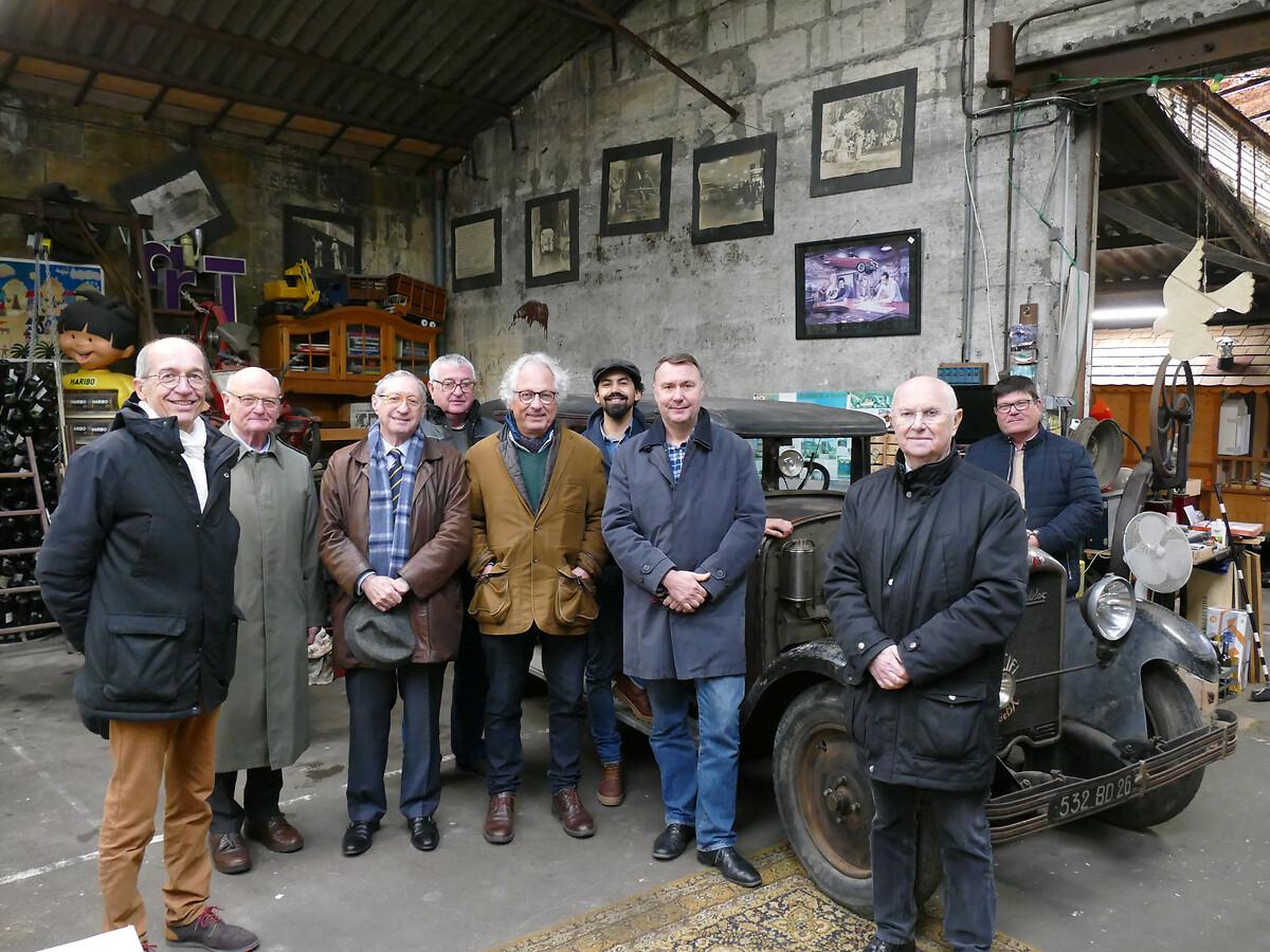 L1250805 -Le club de mécènes en Gironde rend visite à la voiture Motobloc