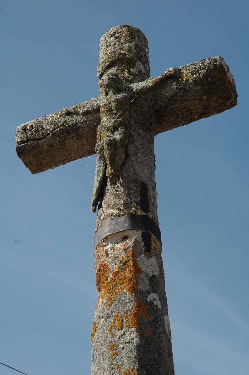 Monument Aux Morts, Croix, Église De Saint Julien D oddes 1176f46908b