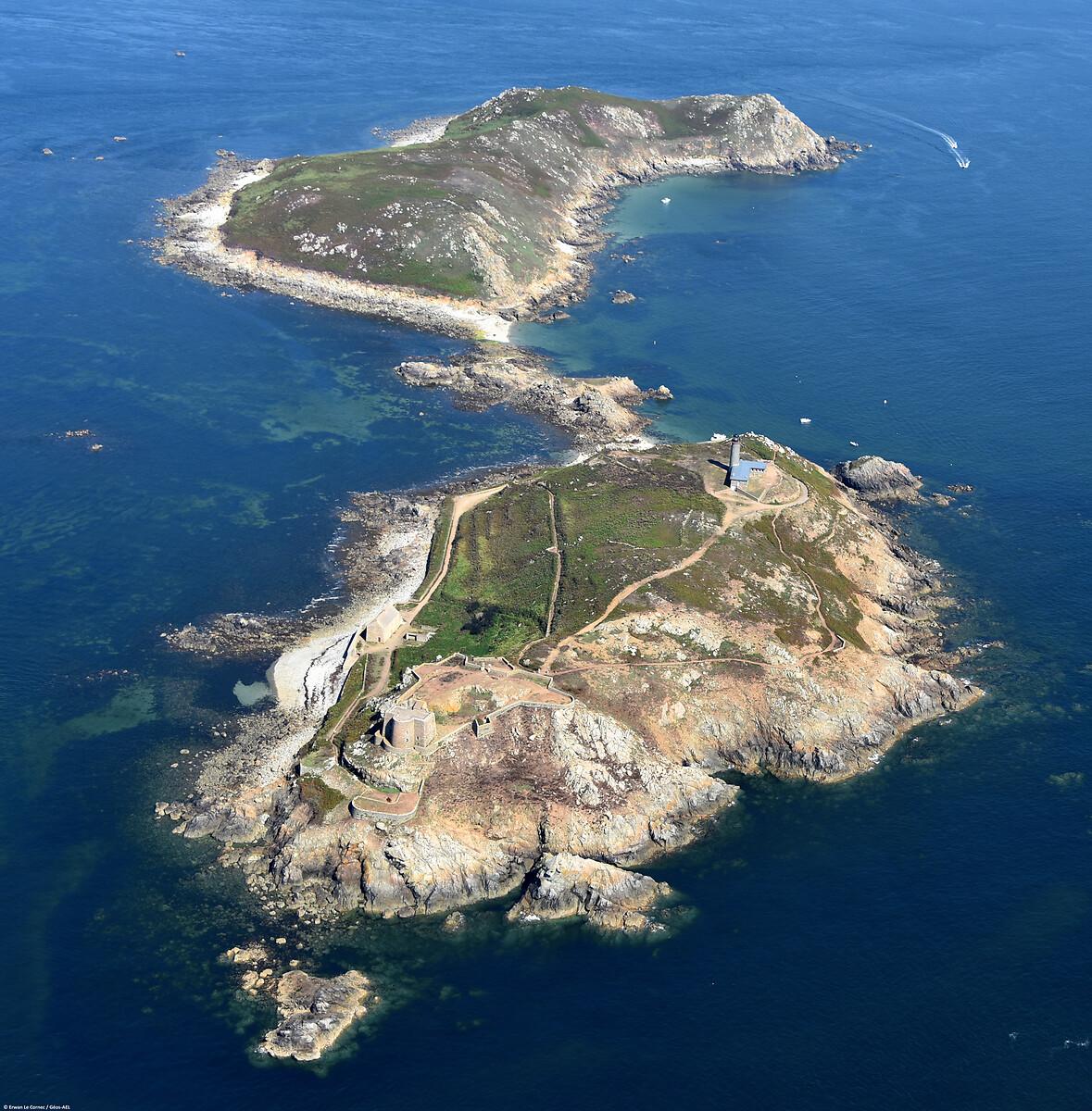 Phare, fort et caserne de l'île aux Moines