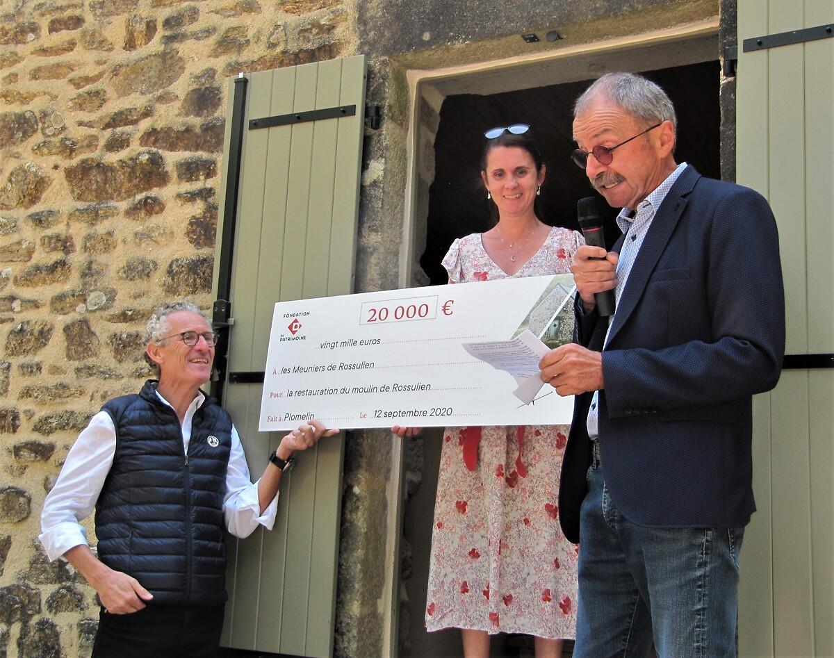 Remise de subvention au moulin de Rossulien à Plomelin