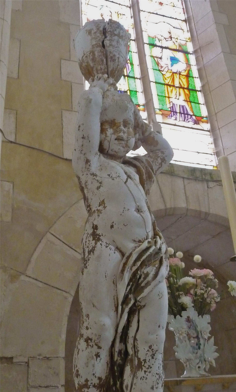 Statues angéliques de l'église d'Yrouerre