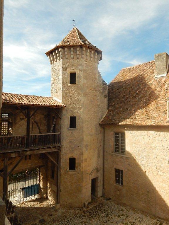 Tour du château de Varaignes