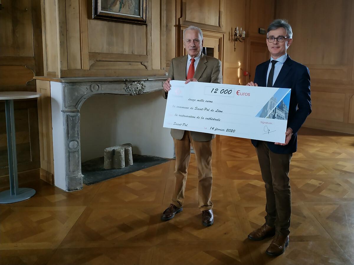 Remise de chèque de 12 000€ de la subvention complémentaire attribué à la restauration de la Cathédrale Paul-Aurélien à Saint-Pol de Léon