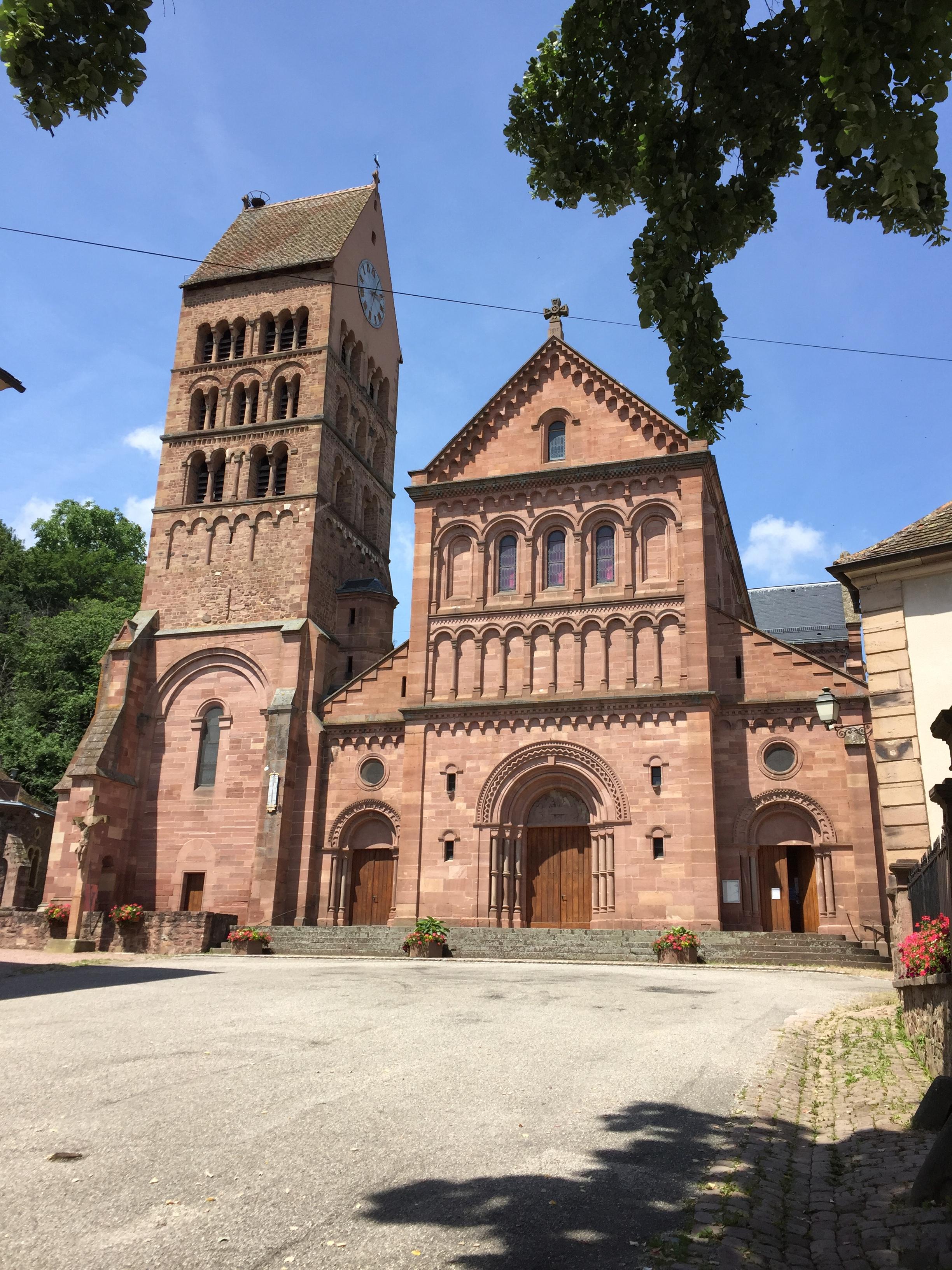 La façade de l'église Saint-Pantaléon de Gueberschwihr